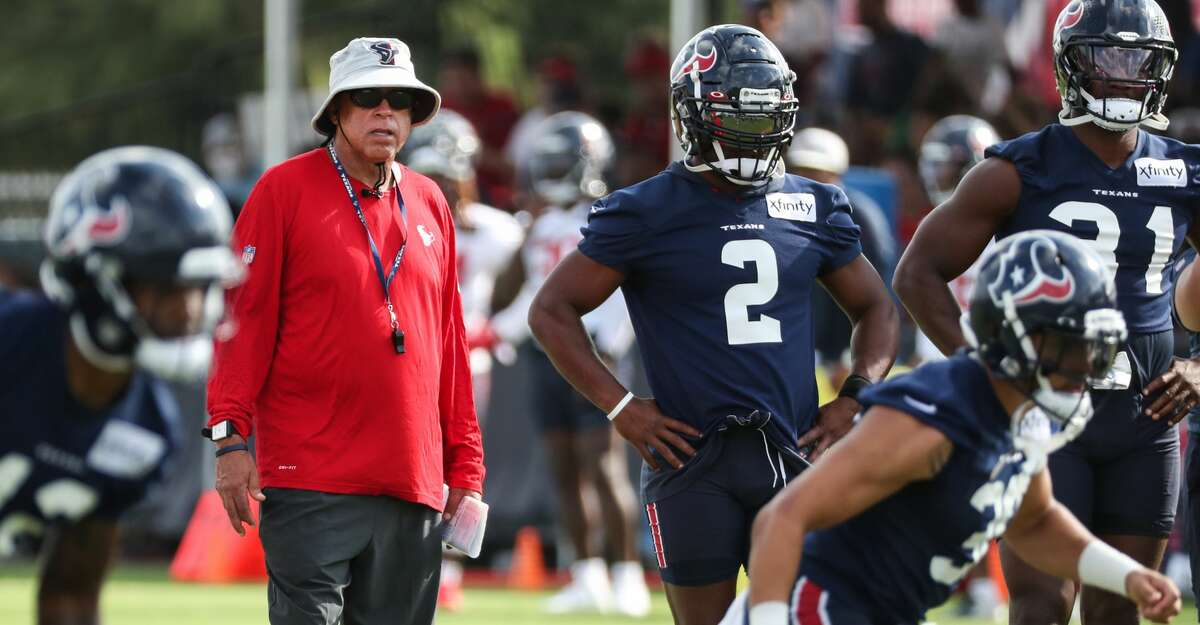 Texans coach David Culley and running back Mark Ingram (2) have a special connection from the past two seasons in Baltimore.