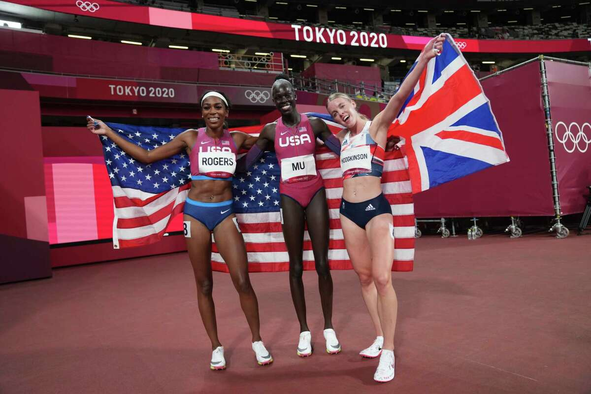 Athing Mu of the United States (C) poses after winning the gold medal in the women's 800-meter final with silver medalist Keely Hodgkinson of Britain (R) and bronze medalist Raevyn Rogers of the United States on day eleven of the Tokyo 2020 Olympic Games at Olympic Stadium on August 03, 2021 in Tokyo, Japan.