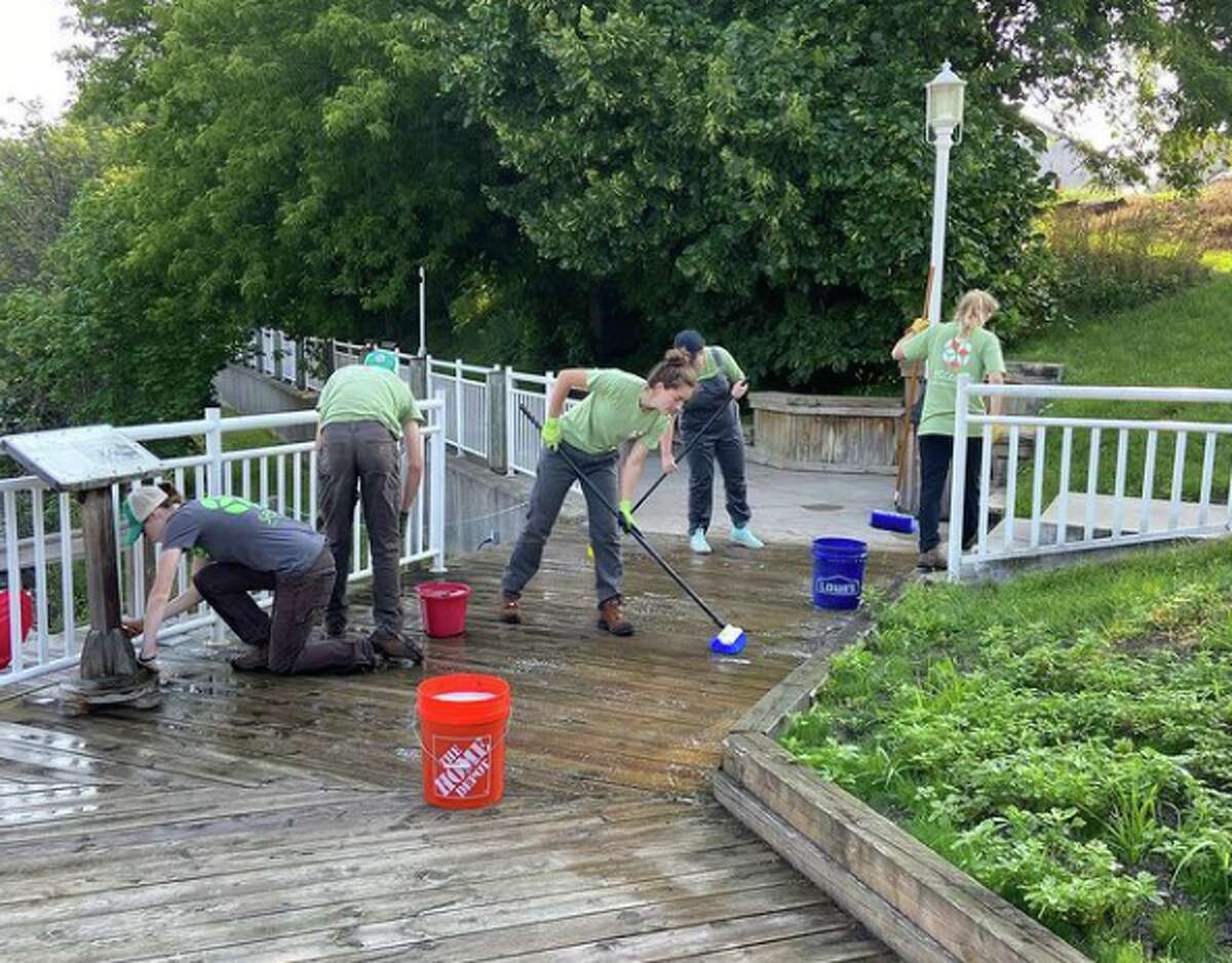 Manistee Proud has hosted frequent volunteer clean up days in Manistee this season.