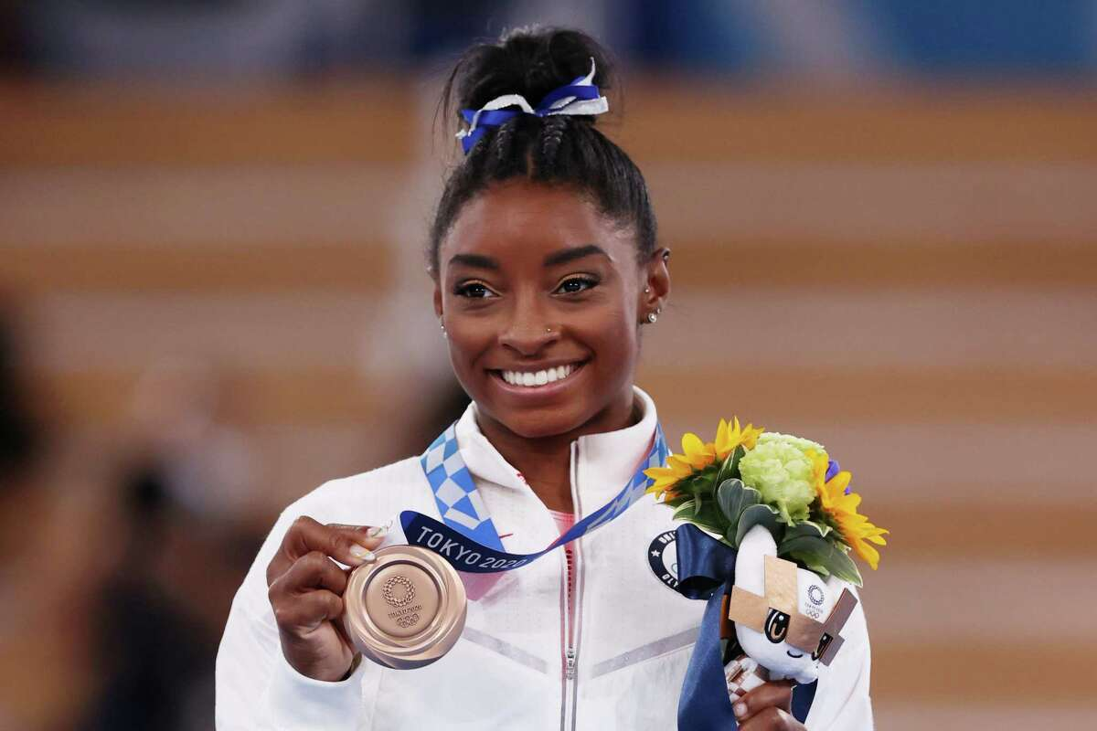 *** BESTPIX *** TOKYO, JAPAN - AUGUST 03: Simone Biles of Team United States poses with the bronze medal during the Women's Balance Beam Final medal ceremony on day eleven of the Tokyo 2020 Olympic Games at Ariake Gymnastics Centre on August 03, 2021 in Tokyo, Japan. (Photo by Jamie Squire/Getty Images)