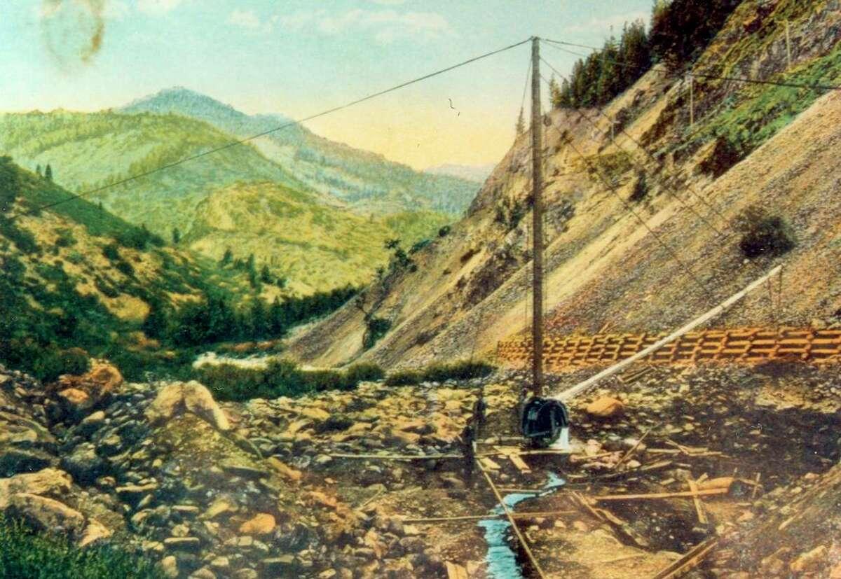Mining operation at Rich Bar, 1907.