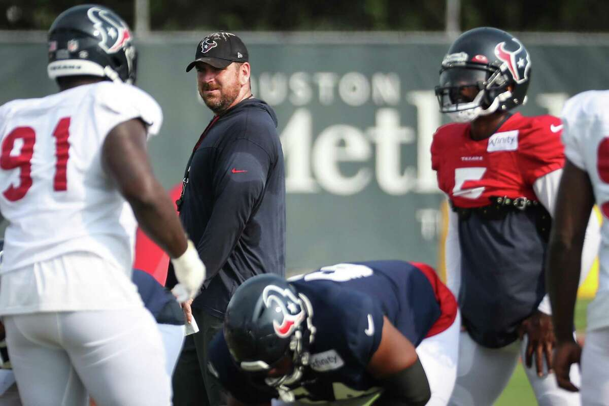 As he evaluates his personnel this preseason, Texans offensive coordinator Tim Kelly, second from left, will be big on players who don't make the same mistake twice.