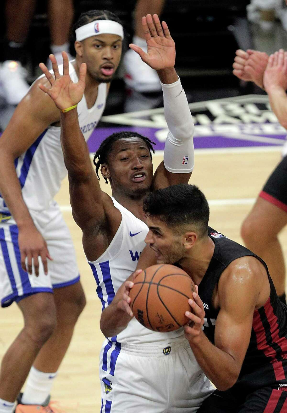Jonathan Kuminga (00) defends against Omer Yurtseven (77) in the first half as the Golden State Warriors summer league played the Miami Heat Summer league in the 2021 California Classic at Golden 1 Center in Sacramento, Calif., on Wednesday, August 4, 2021.