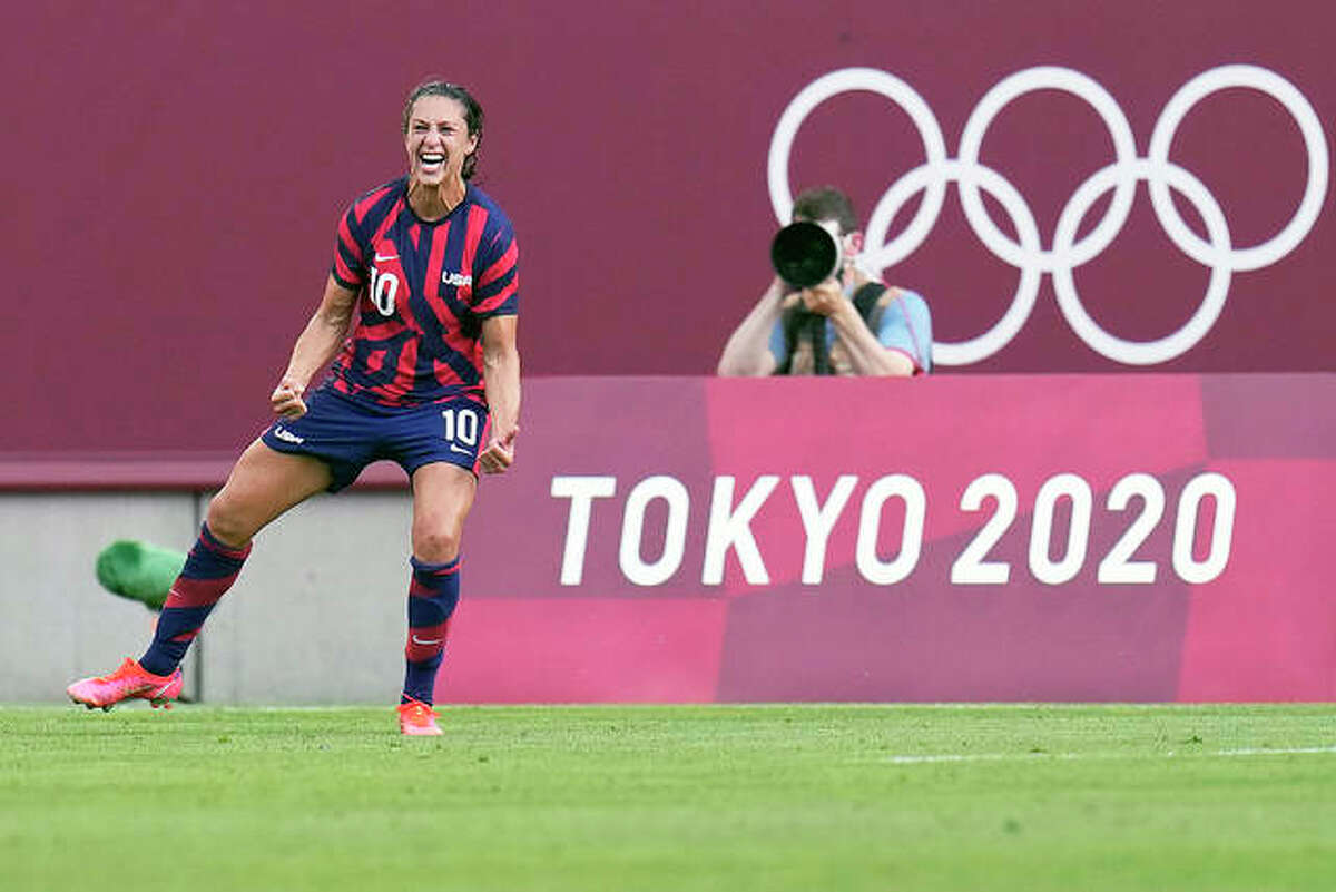 Carli Lloyd of ther United States celebrates scoring her team's third goal against Australia in the 's bronze medal soccer match Thursday at the 2020 Summer Olympics in Kashima, Japon.