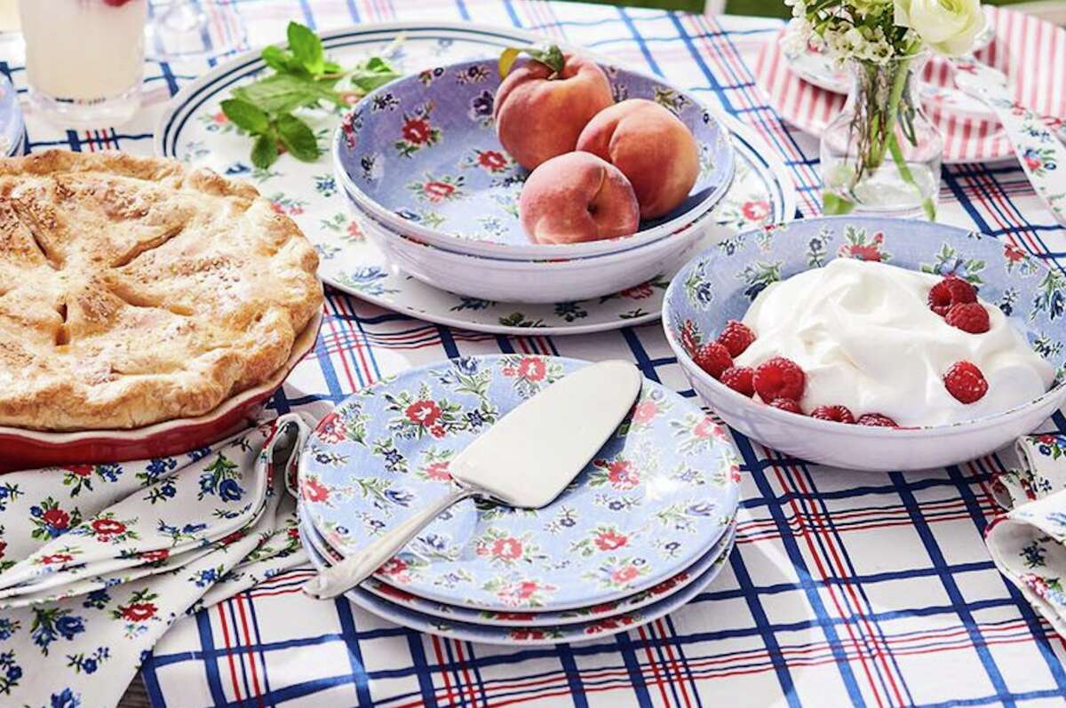 Set the mood for your outdoor parties with festive outdoor dining essentials.