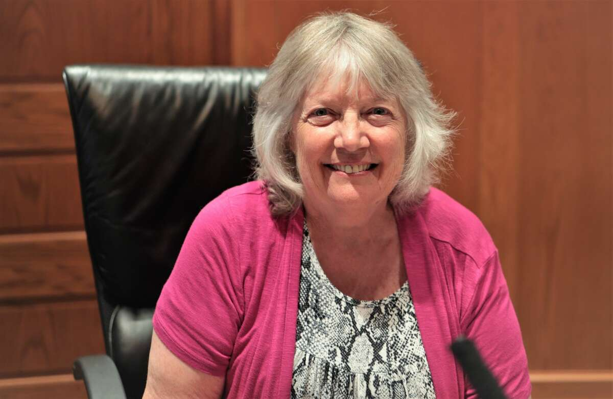 Lynda Beaton was voted mayor on Wednesday and Cindy Lundberg was chosen to fill the remainder of the third district term. (Jeff Zide/News Advocate)