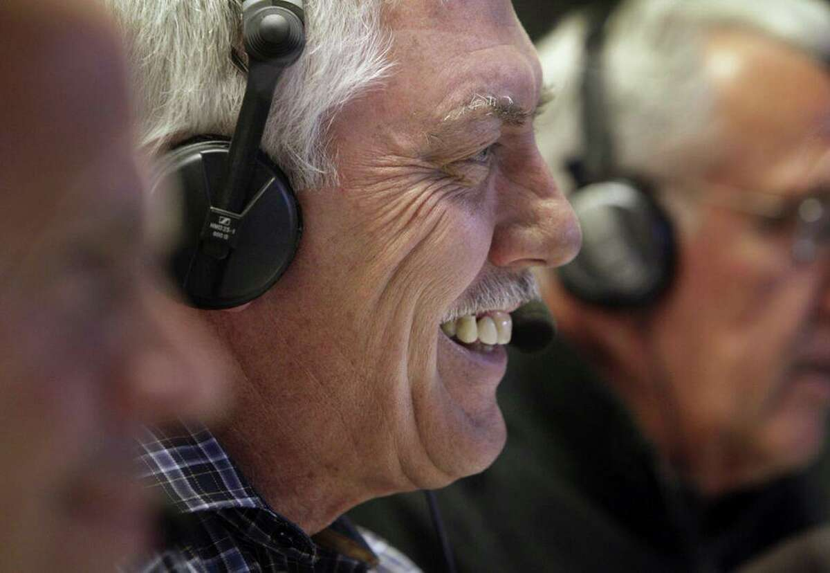 Longtime Oakland Athletics broadcaster Ray Fosse announced Thursday he has been battling cancer for 16 years and will step away from that role to focus on treatment.