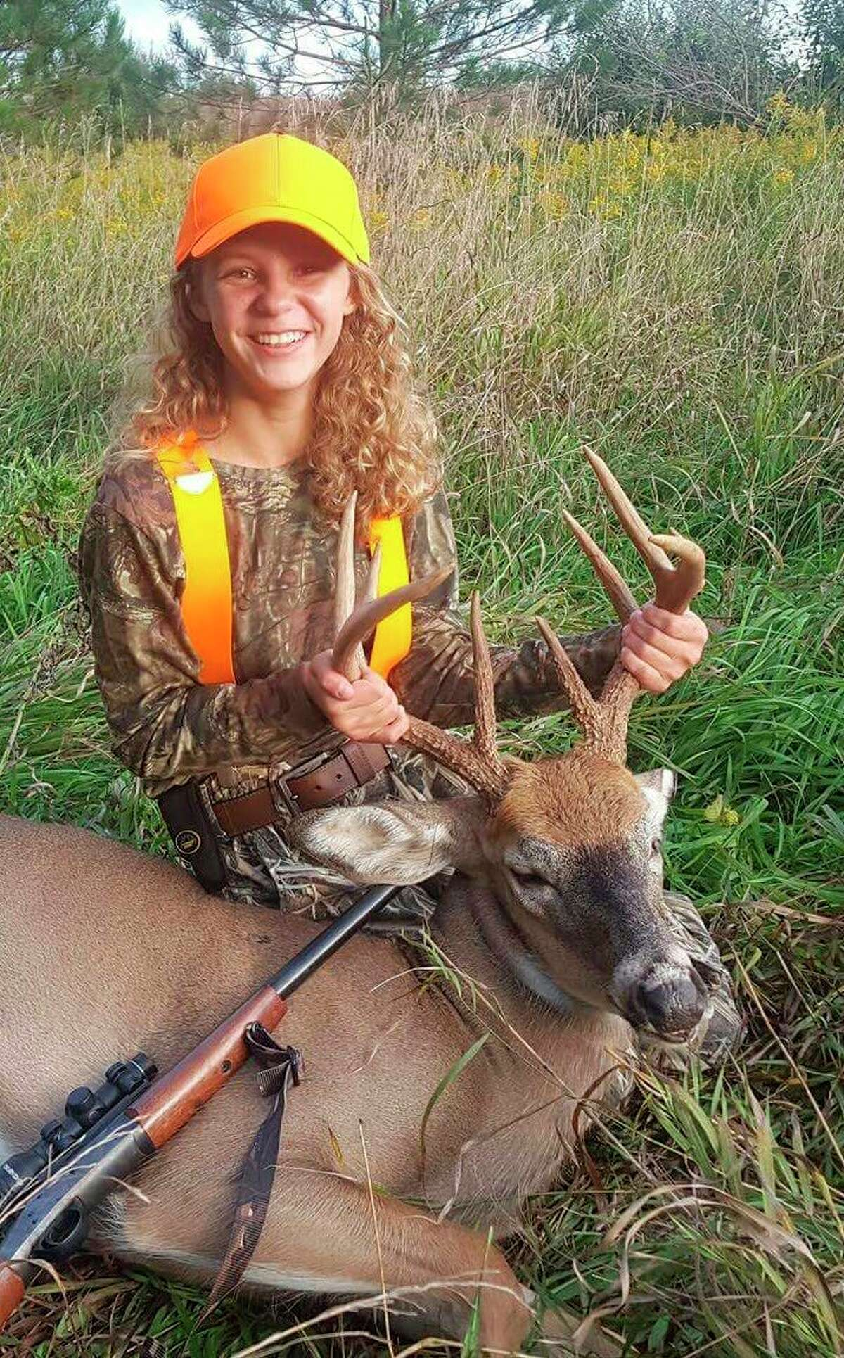 McKenna Lounsbury is shown at age 12 with her 2016 Liberty Hunt Thumb 10-point buck she took with one shot using a 2X-scoped .44 Magnum H&R single-shot rifle, which has remained her favorite deer gun since age 10. (Photo provided by Jake Lounsbury)