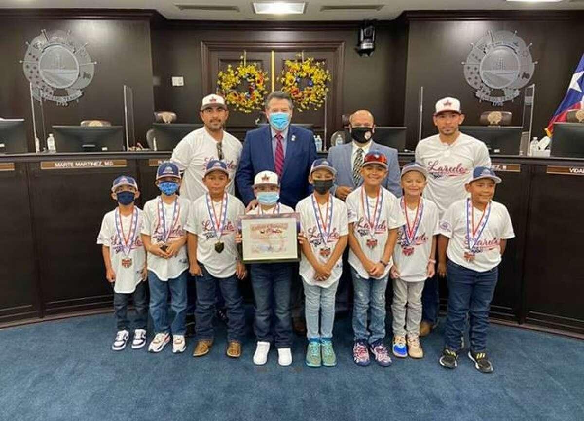 City of Laredo Mayor Pete Saenz and District V Councilmember Ruben Gutierrez Jr. with the PONY 2021 Laredo 8U All-Stars Pinto World Series Champions.