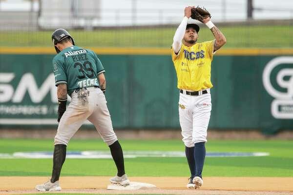 Tecolotes Dos Laredos Luis Diego Rodriguez catches a pop fly ball near second base during a game against Saraperos de Saltillo, Thursday, Aug. 5, 2021 at Uni-Trade Stadium.
