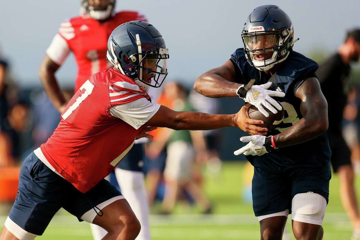 UTSA quarterback Frank Harris hands off to running back Sincere McCormick during their first football practice of fall camp at the practice fields of the RACE facility on campus on Friday, Aug. 6, 2021.