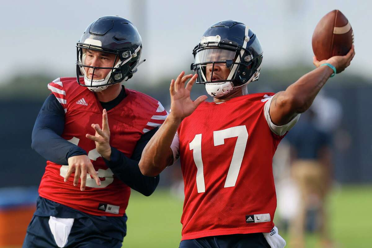 UTSA quarterbacks Frank Harris, right, and Josh Adkins work on passing drills during their first football practice of fall camp on Friday, Aug. 6, 2021.