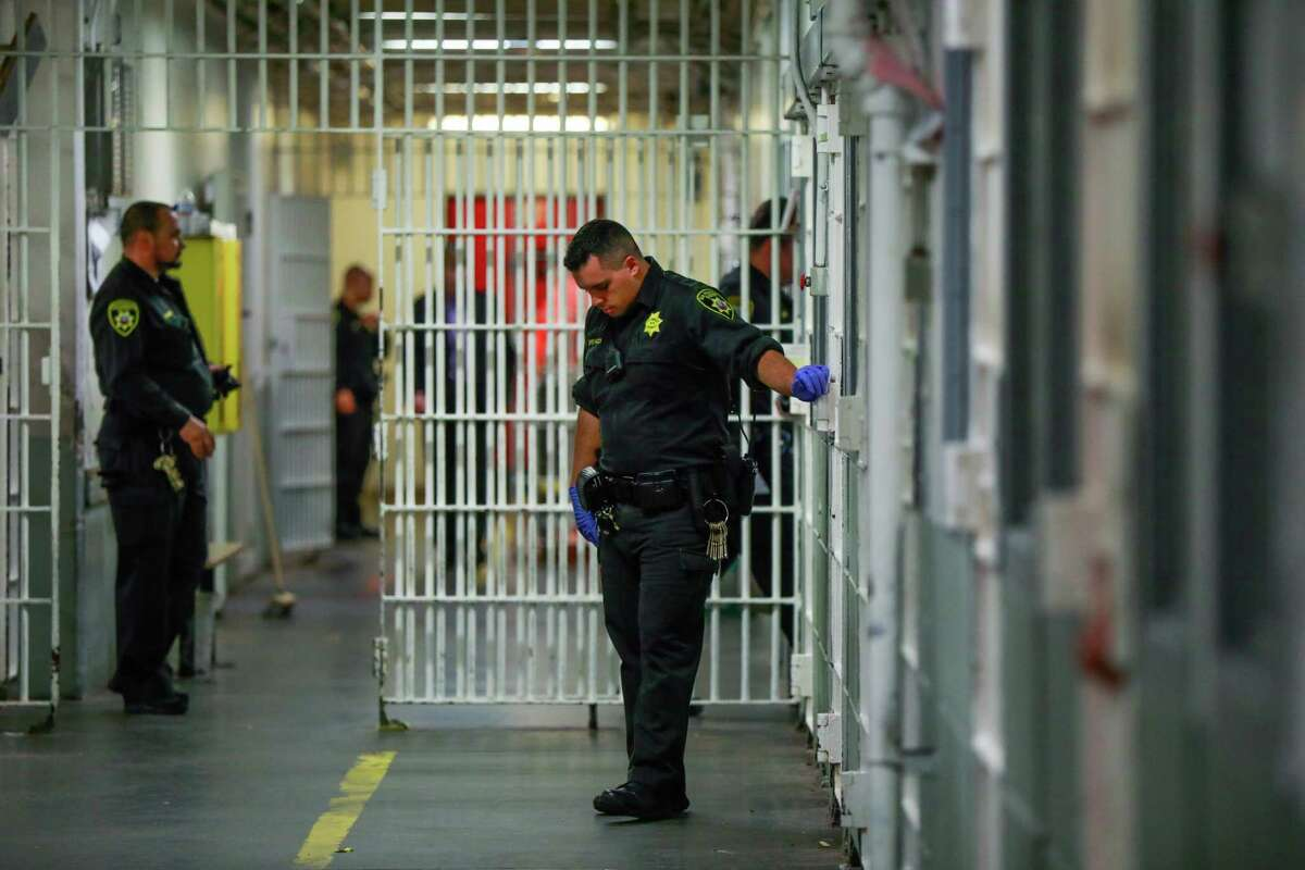 Sheriff's deputies monitor the halls of County Jail 4 in the Hall of Justice in 2018. The union representing sheriff's deputies said many of its members would resign or retire early if forced to get a COVID-19 vaccine.
