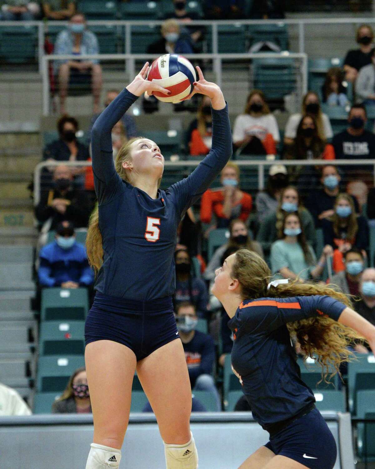 Casey Batenhorst (5) of Seven Lakes sets a ball during the first set of a 6A-III regional quarterfinal game between the Cinco Ranch Cougars and the Seven Lakes Spartans on Saturday, November 28, 2020 at Leonard Merrell Center, Katy, TX.