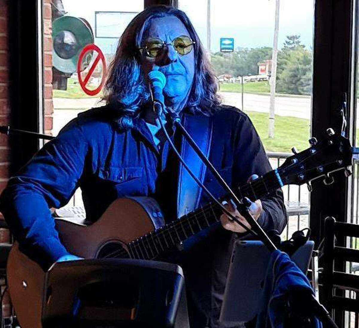David Edrington will perform at Big Daddy's, 132 N. Main St., in Edwardsville on Tuesday, Aug. 10 at 6 p.m.