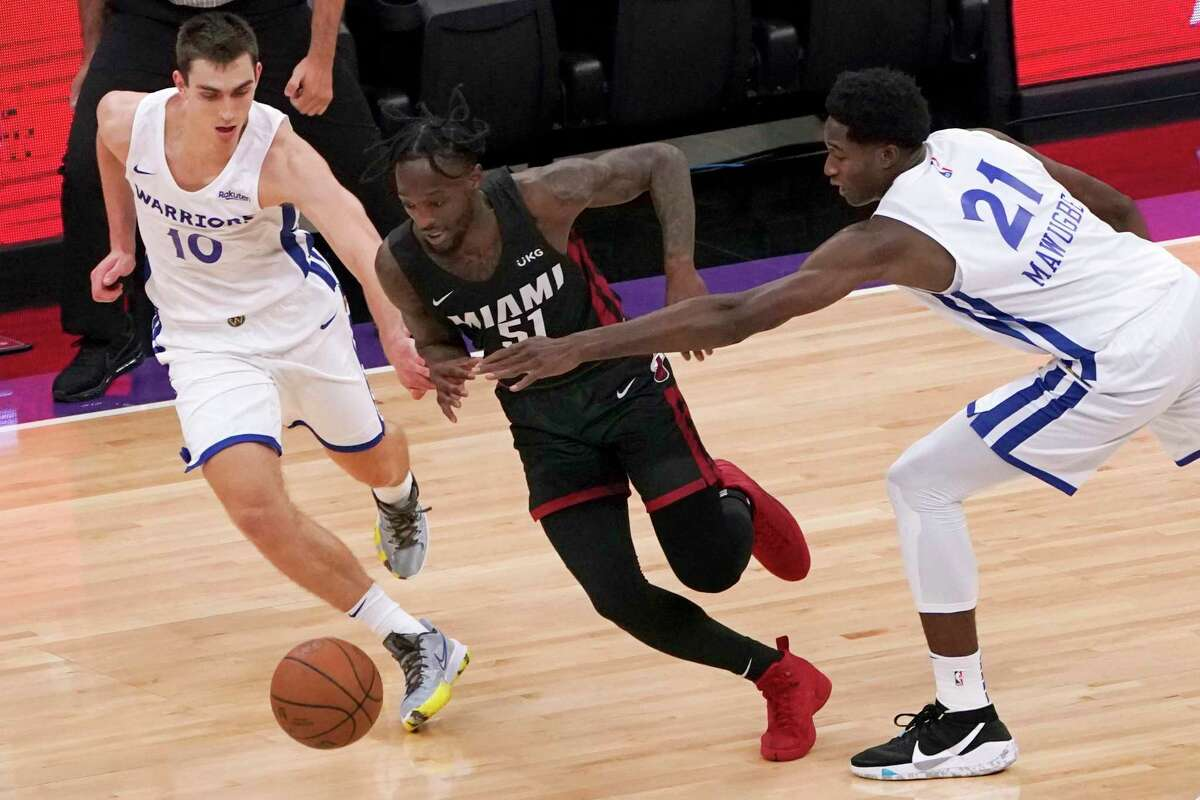 Miami Heat guard Marcus Garrett, center, drives between Golden State Warriors' Justinian Jessup, left and Selom Mawugbe during the first half of a California Classic NBA summer league basketball game in Sacramento, Calif., Wednesday, Aug. 4, 2021. (AP Photo/Rich Pedroncelli)