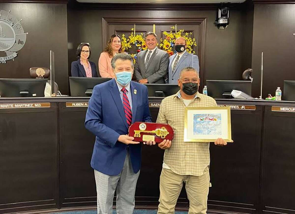 """City of Laredo Mayor Pete Saenz presents the key to the city to Federico """"Kiko"""" Reyes. Also in attendance are District VIII Councilmember Alyssa Cigarroa, District VII Councilmember Vanessa Perez, District VI Councilmember Dr. Marte Martinez and District V Councilmember Ruben Gutierrez Jr."""