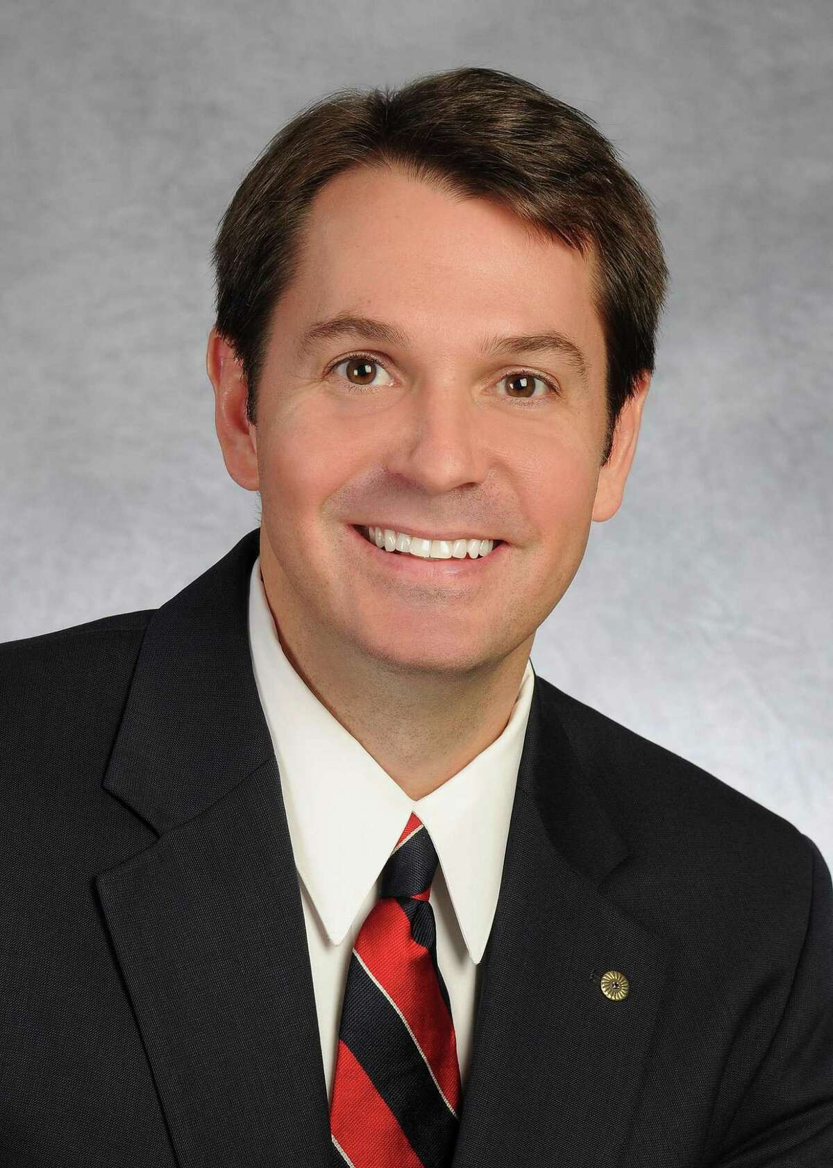 Frost Bank has named Dan Geddes president of its San Antonio region. He will succeed Marvin Rickabaugh, who is retiring at the end of the year.