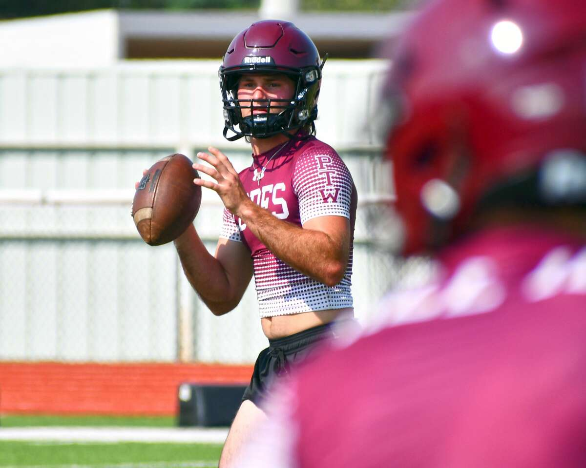 "Senior quarterback Jess Hoel called the Abernathy football team's 2020 season ""unacceptable"" and has put it on his shoulders to turn it around."