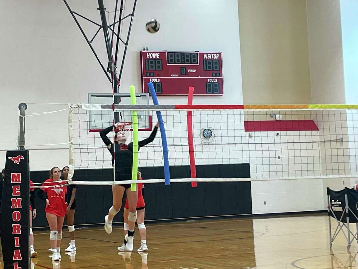 The Memorial volleyball team works on a a hitting drill during practice on Aug. 5.