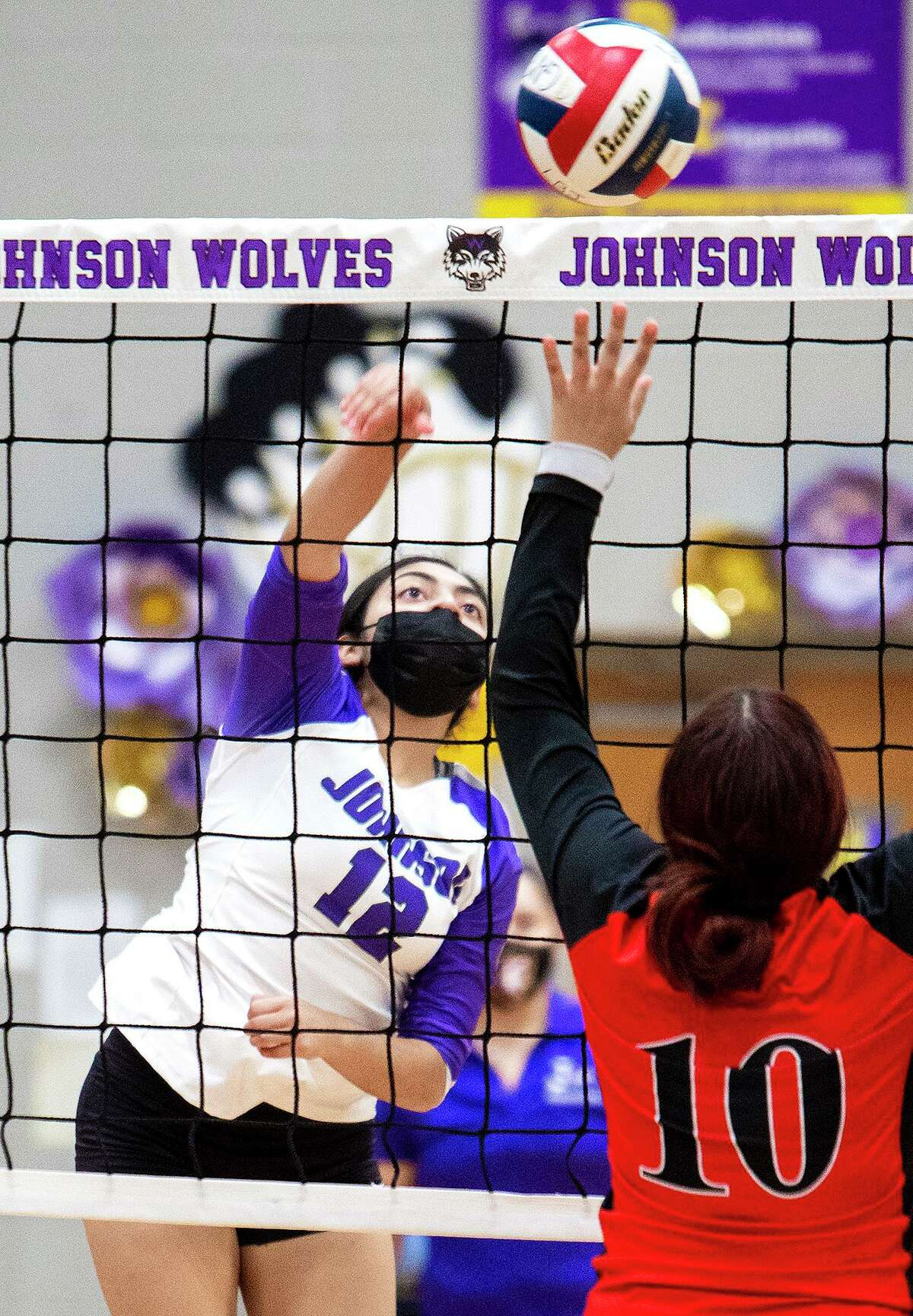 Daniela Romo and LBJ beat Dafne Ortiz and Martin 3-2 (28-26, 25-21, 24-26, 25-27, 15-9) Tuesday to sweep the tri-match they hosted. The Lady Wolves also won 3-0 (25-10, 25-13, 25-15) over CC Winn.