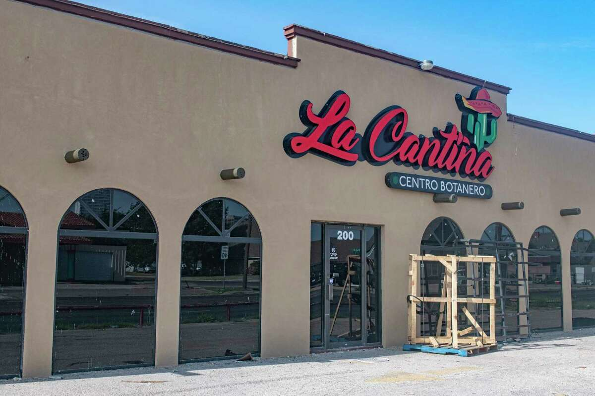 Renovations of the old Riko's Grill, at 200 E. Florida Ave, are nearly complete 08/11/2021 as La Cantina Centro Botanero has their storefront signs put up at the corner of E. Florida and Baird St.