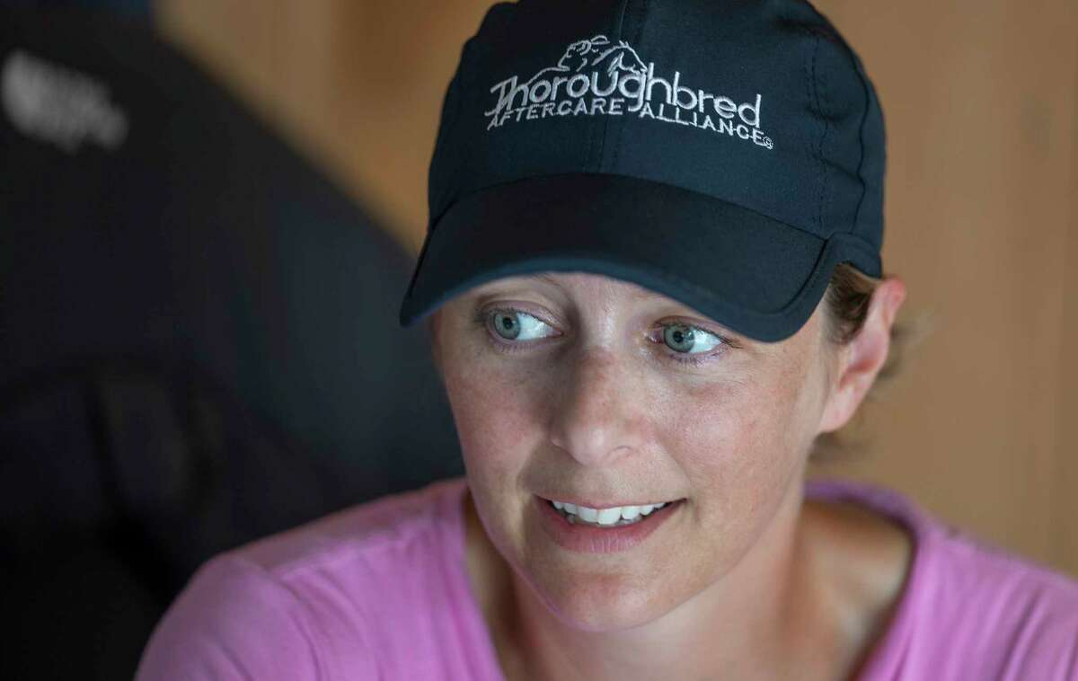 Melanie Giddings, an assistant to trainer Jeremiah Englehart, has recovered from Stage 4 endocervical and ovarian cancer to resume her work.
