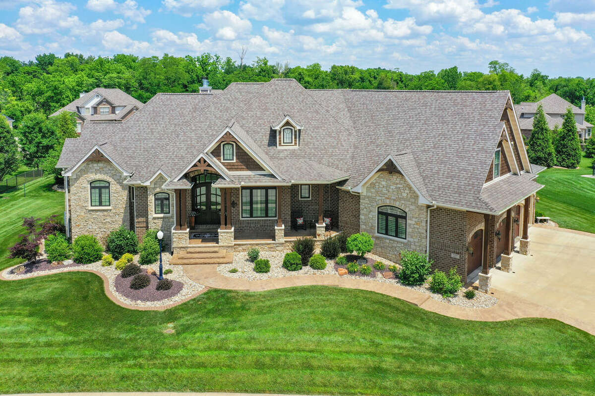 Pictures of the home at 7005 Monday Ct. in Edwardsville