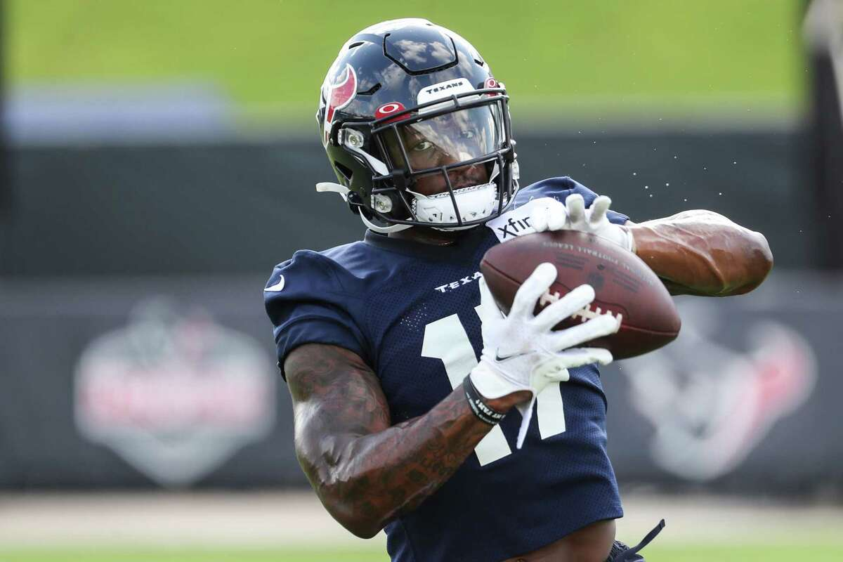Houston Texans wide receiver Anthony Miller, making a catch earlier in training camp, will be day-to-day with a shoulder injury heading into the regular season.