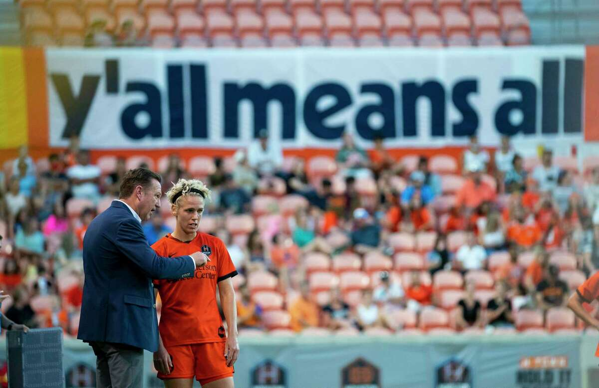 Houston Dash coach James Clarkson, talking with midfielder Sophie Schmidt earlier this season, will learn a lot about his team as it tries to bounce back from a rough loss against OL Reign.