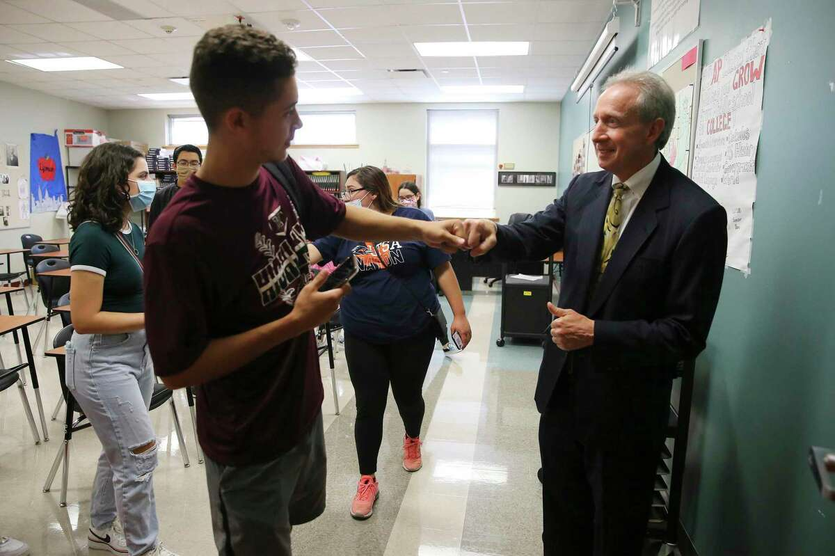 A reader praises Highlands High School teacher Noah Lipman, one of our San Antonio Lights, whose commitment to students has made all the difference.