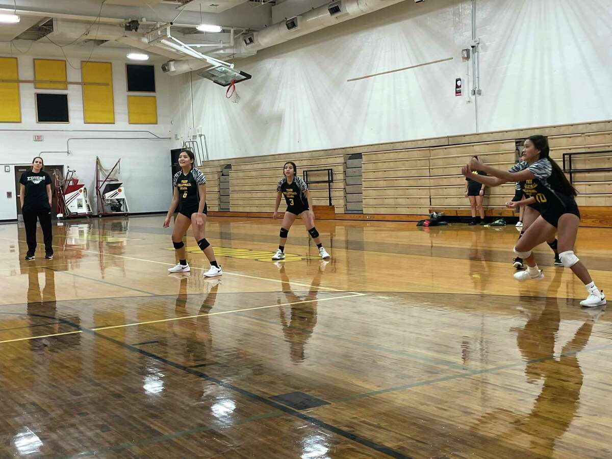 The Spring Woods volleyball team practices on Aug. 5.