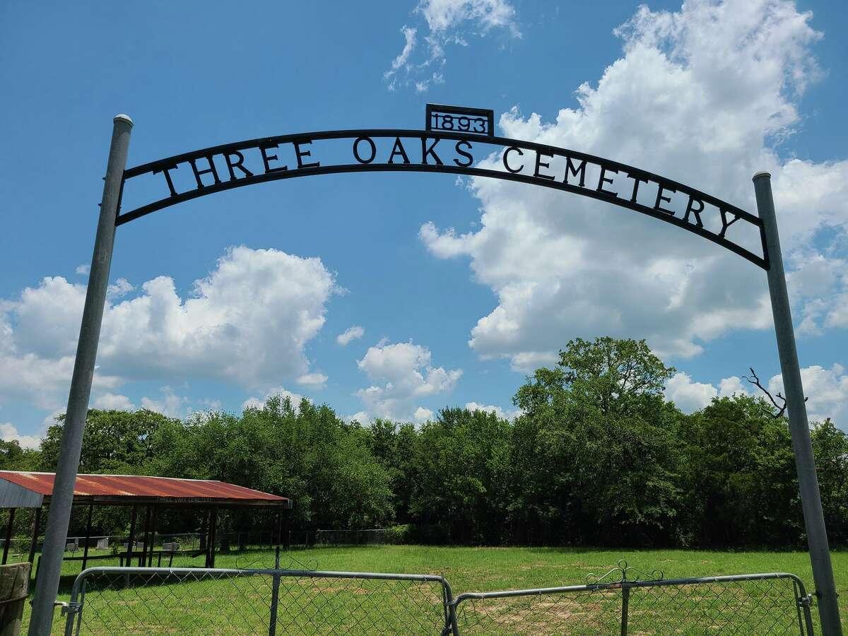 Three Oaks Cemetery