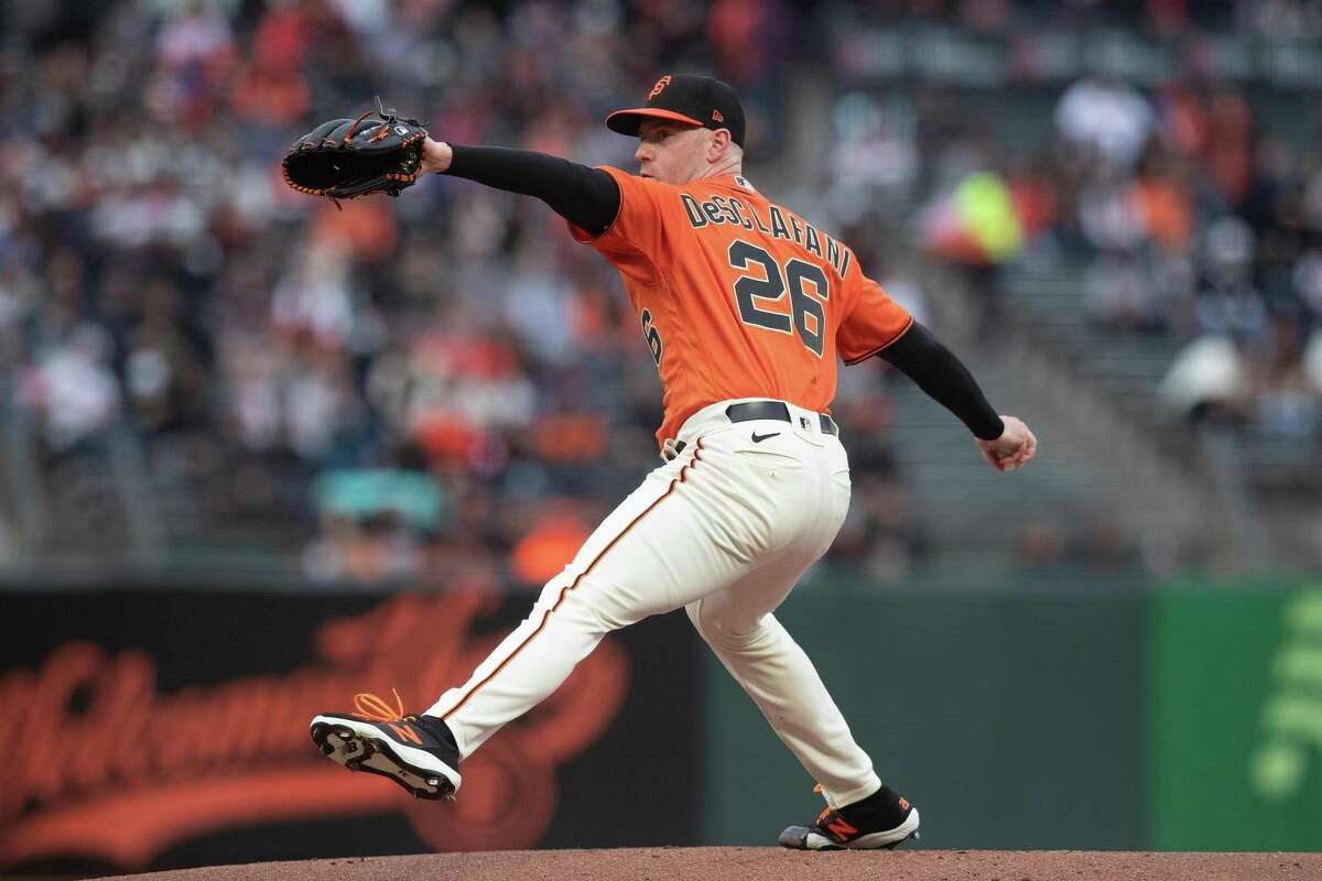 SAN FRANCISCO, CALIFORNIA - AUGUST 13: Anthony DeSclafani #26 of the San Francisco Giants pitches against the Colorado Rockies during the first inning at Oracle Park on August 13, 2021 in San Francisco, California. (Photo by Jason O. Watson/Getty Images)
