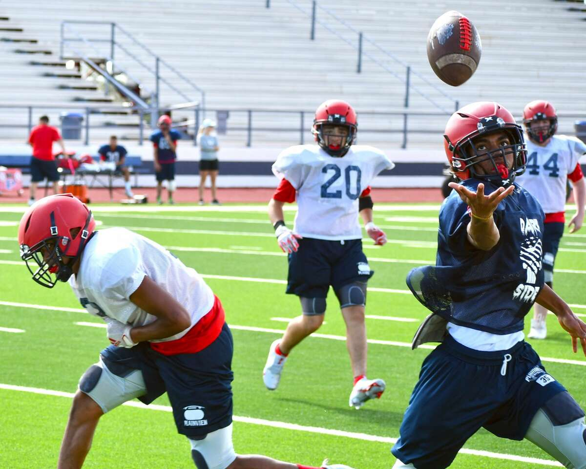 The Plainview football team concluded its first week of practice with an intrasquad scrimmage on Saturday morning in Greg Sherwood Memorial Bulldog Stadium.