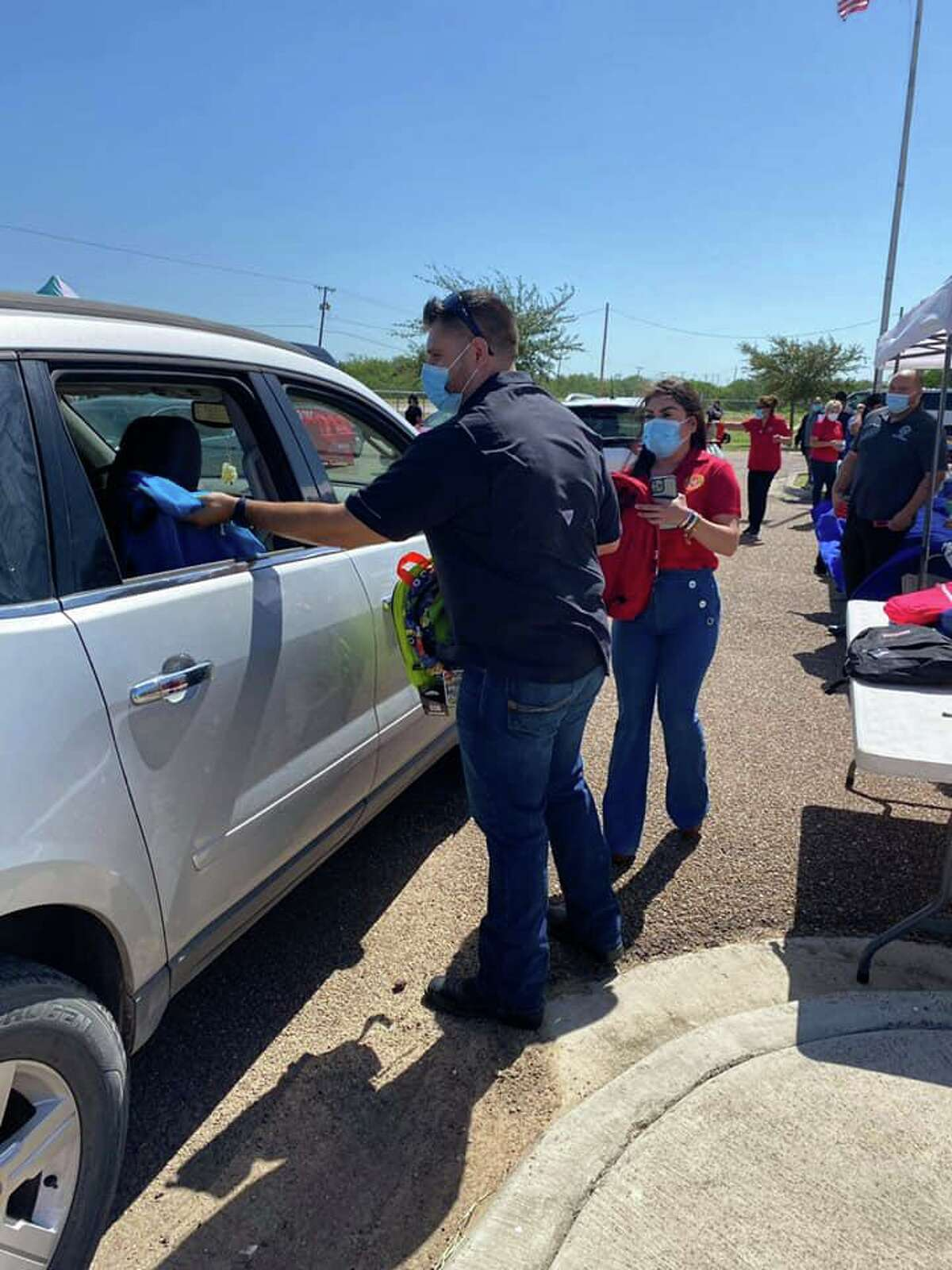 Webb County Commissioner Pct.1 Jesse Gonzalez helped distribute donated school supplies to students in south Laredo for the sixth straight year.
