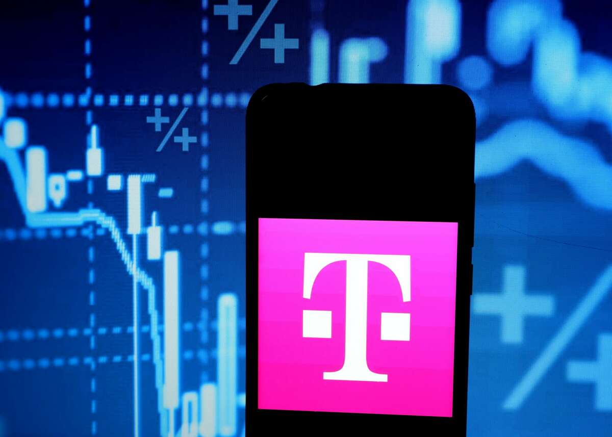 INDIA - 2020/04/07: In this photo illustration a popular German telecommunications company T Mobile logo seen displayed on a smartphone. (Photo Illustration by Avishek Das/SOPA Images/LightRocket via Getty Images)