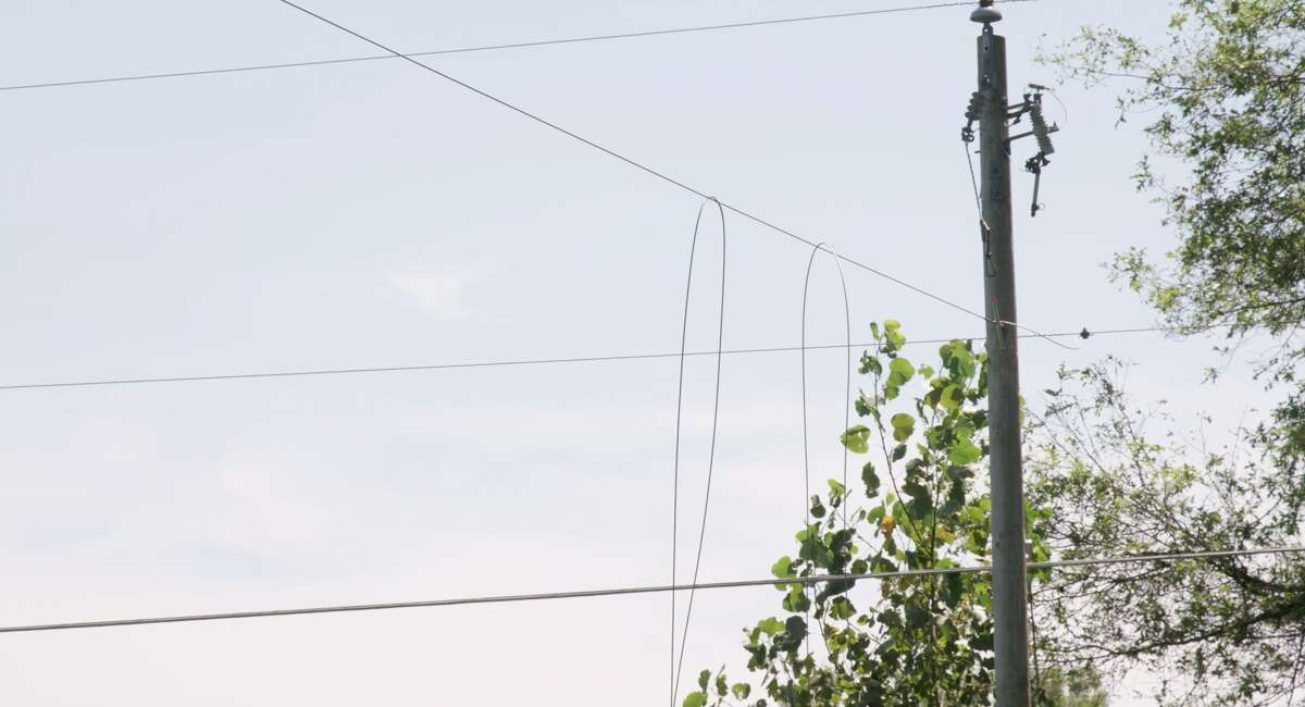 Crews restore power in Hillsdale County on Aug. 14, 2021.