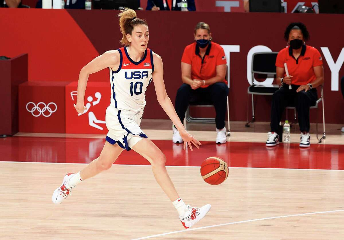 SAITAMA, JAPAN - AUGUST 08: Breanna Stewart #10 of Team United States drives to the basket against Team Japan during the first half of the Women's Basketball final game on day sixteen of the 2020 Tokyo Olympic games at Saitama Super Arena on August 08, 2021 in Saitama, Japan. (Photo by Mike Ehrmann/Getty Images)