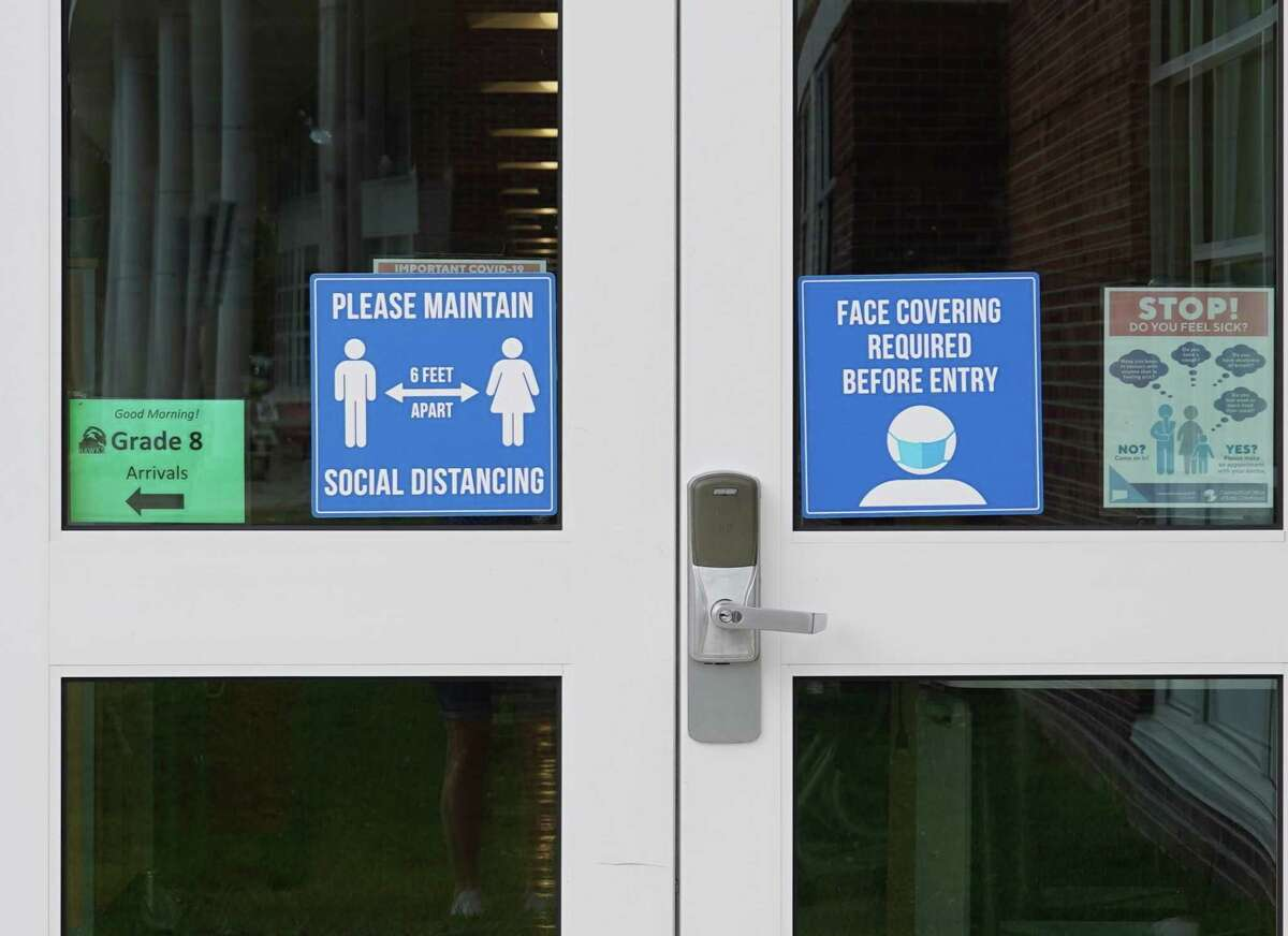 A face covering sign is posted on the door of Saxe Middle in New Canaan on Aug. 5, 2021.