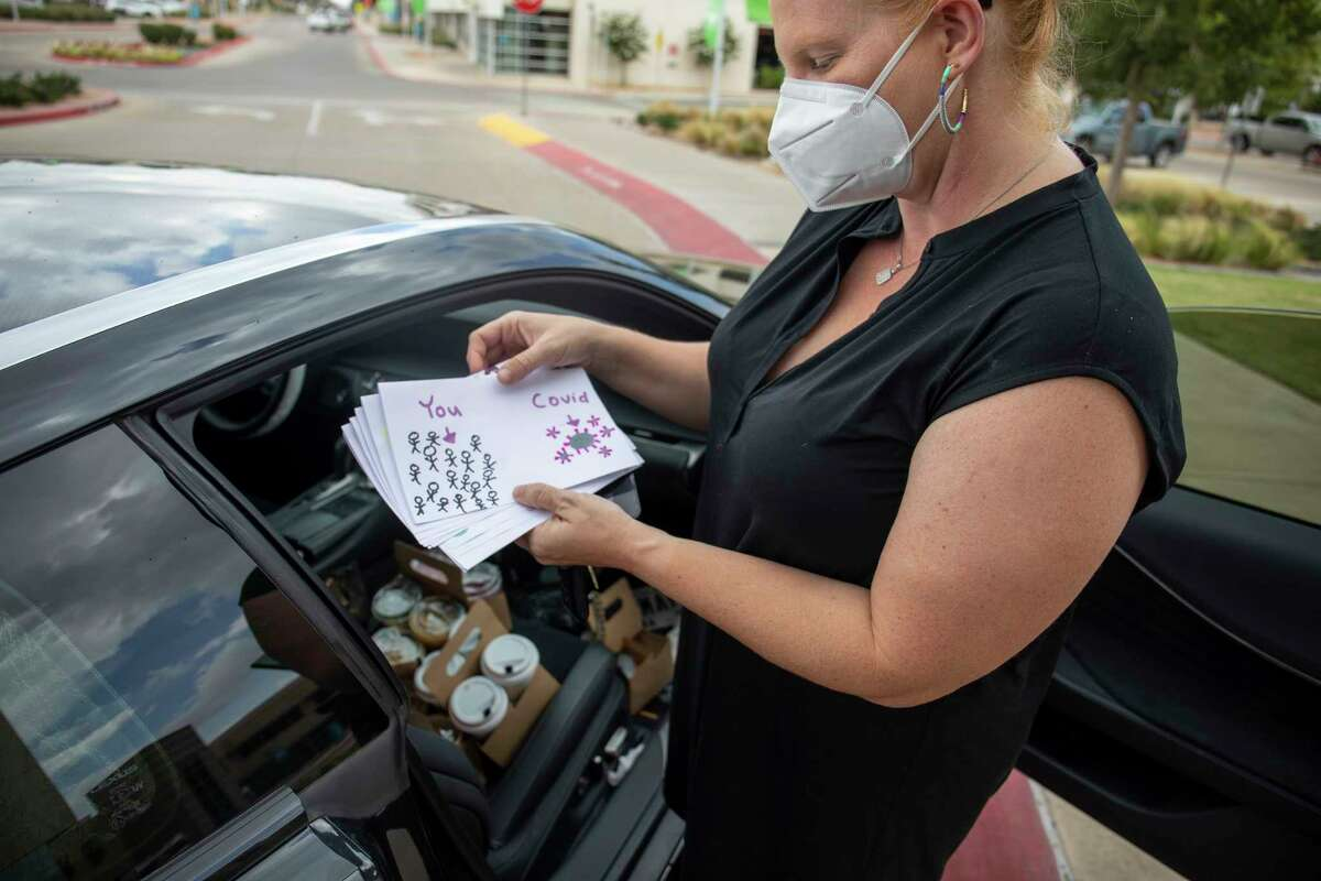 Hand Cafe owner Kate Wolbert takes coffee and thank you notes to hospital workers Monday, Aug. 16, 2021 at Midland Memorial Hospital. Jacy Lewis/Reporter-Telegram