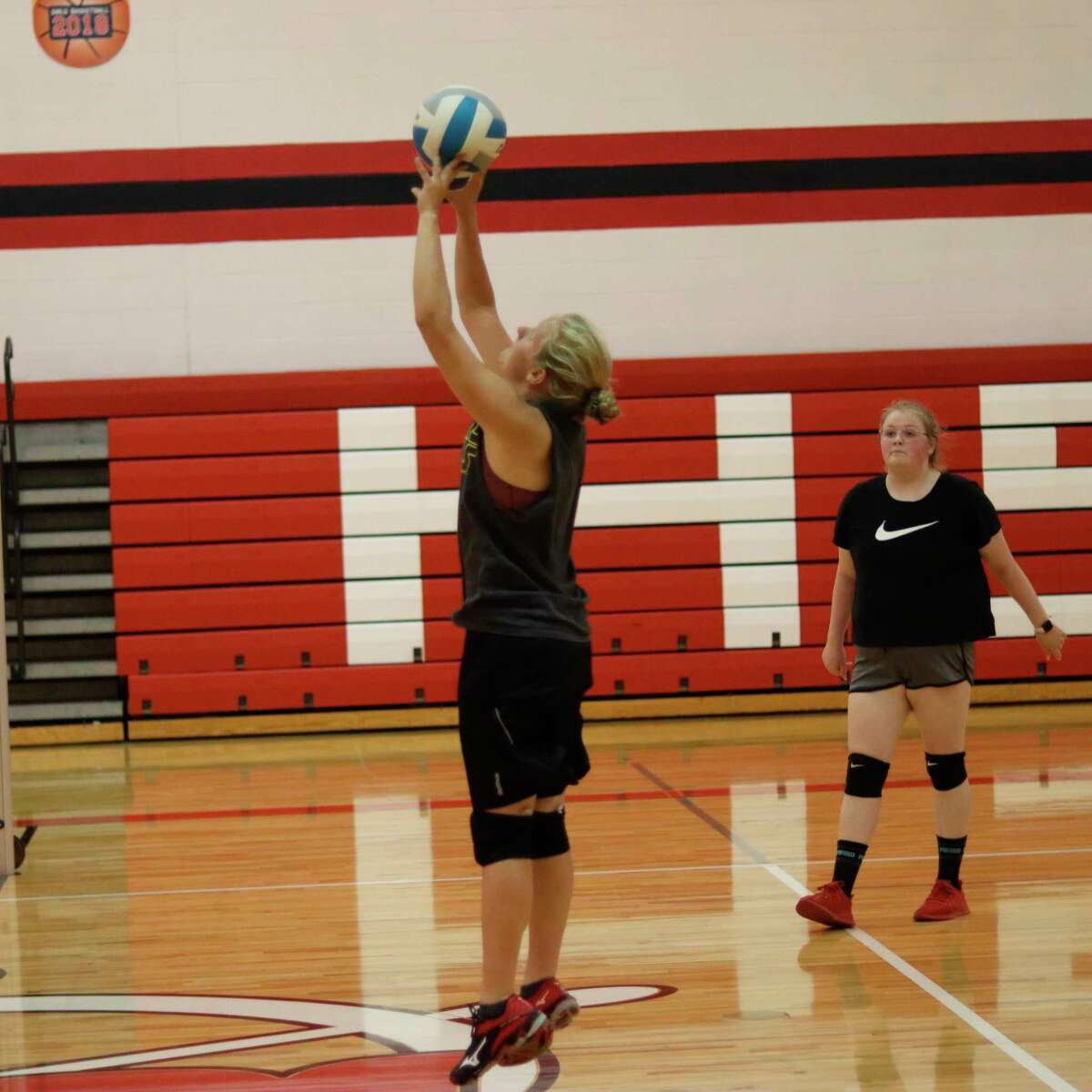 Taylor Merrill sets the ball near they net during Bear Lake's practice on Aug. 16. (Robert Myers/News Advocate)