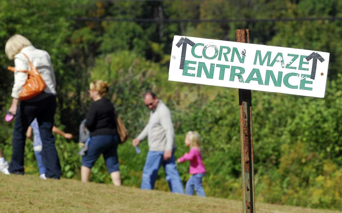 Photography by PETER HVIZDAK ph1148 #4837 Middlefield, Connecticut - September 26, 2009: Sign pointing to Corn Maze entrance at Lyman Orchards.