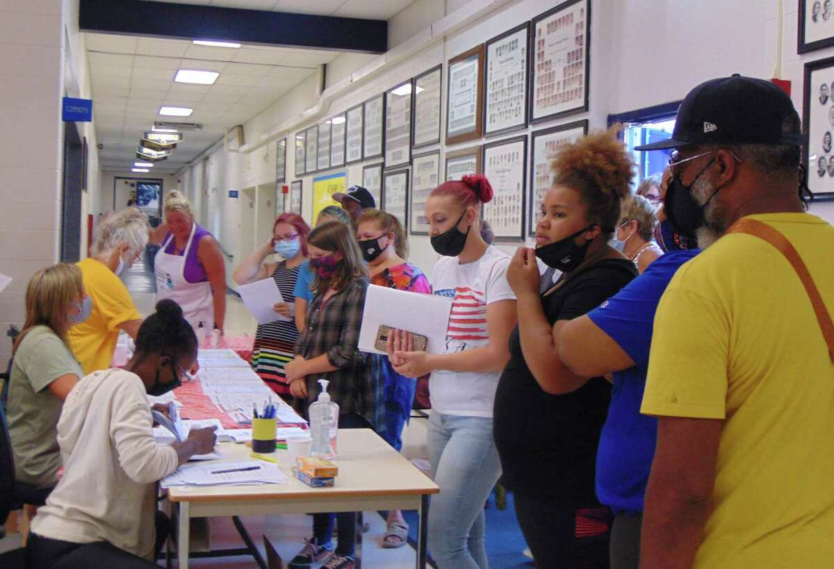 Students and parents attended a welcome-back day on Aug. 10, for a chance to meet teachers, enjoy a meal and fill out paperwork. (Star photos/Shanna Avery)
