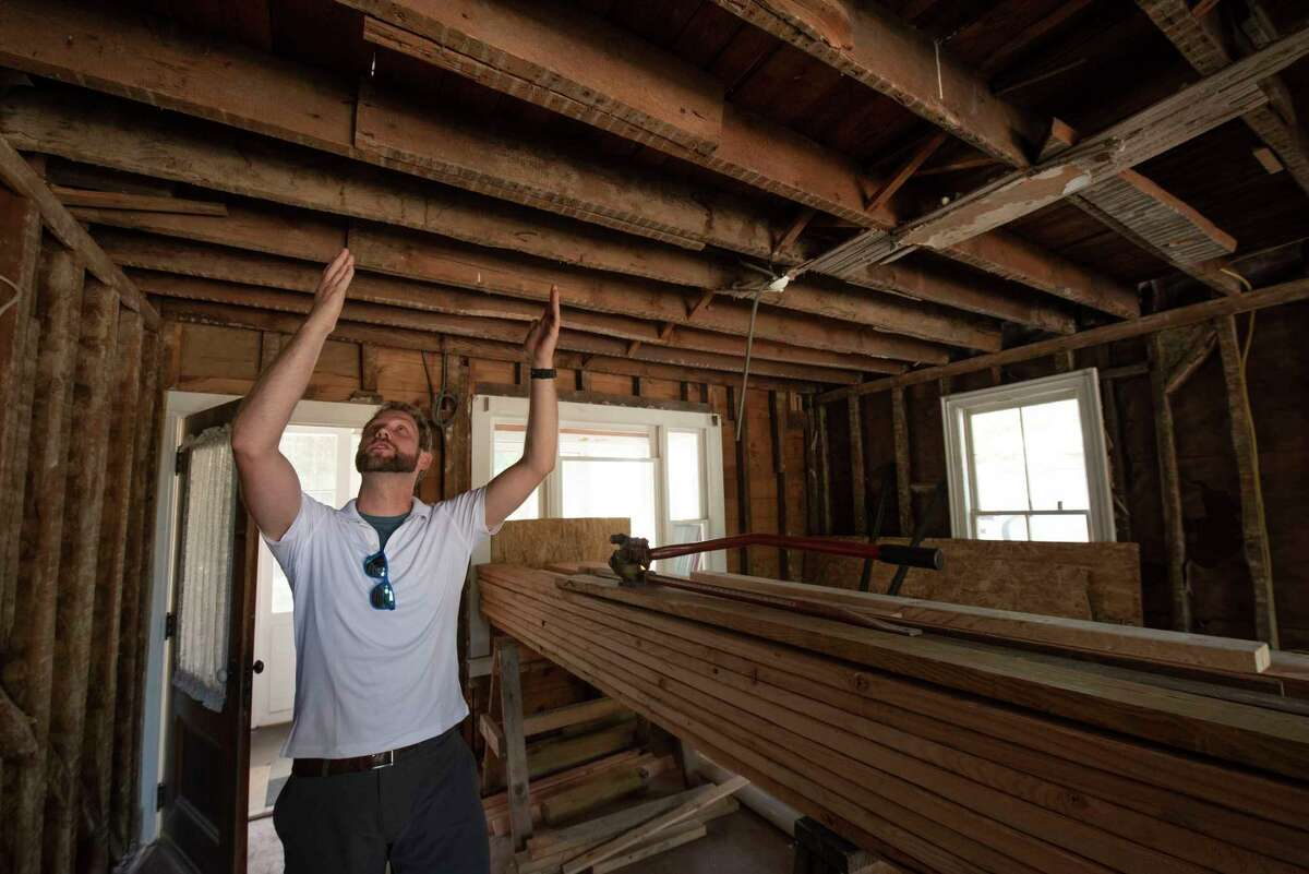 Evan Williamson talks about the poorly constructed joists.
