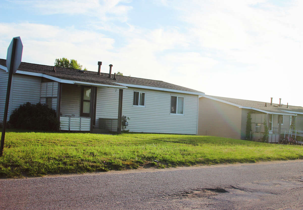 """Pictured is one of the """"scattered"""" family housing units on Vine Street that the Manistee Housing Commission plans to sell, after they are replaced by a new apartment complex called Lake View Apartment Homes. Construction is expected to begin on July 1, 2022 and be finished by Aug. 1, 2023. (Michelle Graves/News Advocate)"""