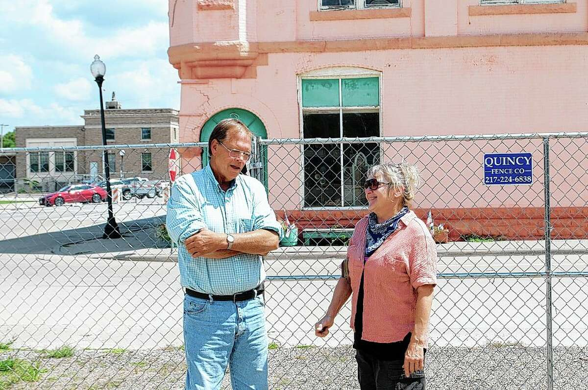 Beardstown Mayor Tim Harris talks with building owner Christy Bley Tuesday about steps and timelines regarding the future of her building. For more than a week, Main and Washington streets have been fenced off because of the deterioration of the building at 121 W. Main St. after structural engineers deemed it unsafe.