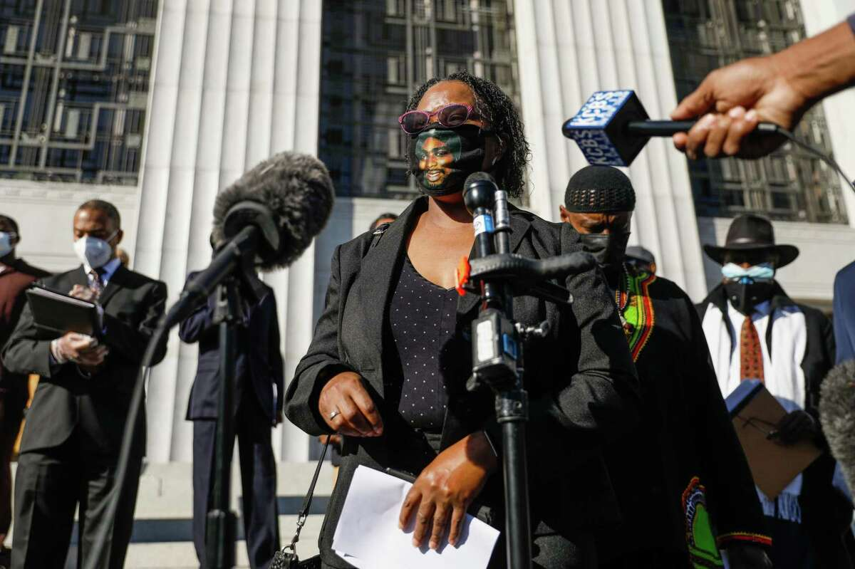 Oscar Grant's mother, Wanda Johnson, speaks at a December press conference to announce that she wants the Alameda County district attorney to charge BART police officer Tony Pirone in the shooting of her son Oscar Grant in Oakland.
