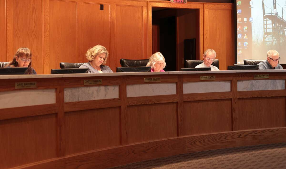 Councilmembers look over the agenda for the Aug. 17 City Council meeting in council chambers at City Hall. The council unanimously approved an employment agreement with William Gambill for the city manager position