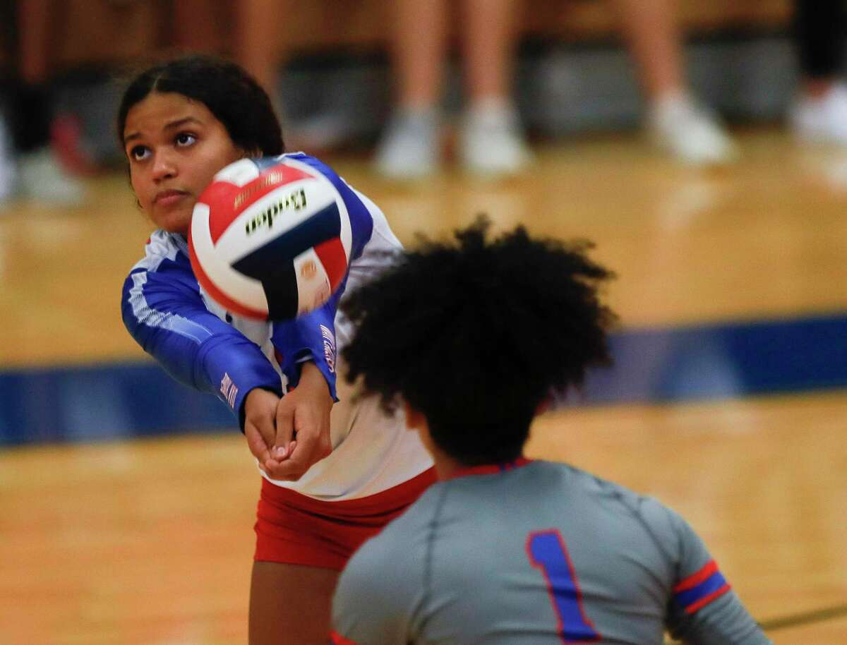 New Caney's Kylie Collier (4) returns a hit in the second set during a non-district high school volleyball match at Oak Ridge High School, Tuesday, Aug. 17, 2021.